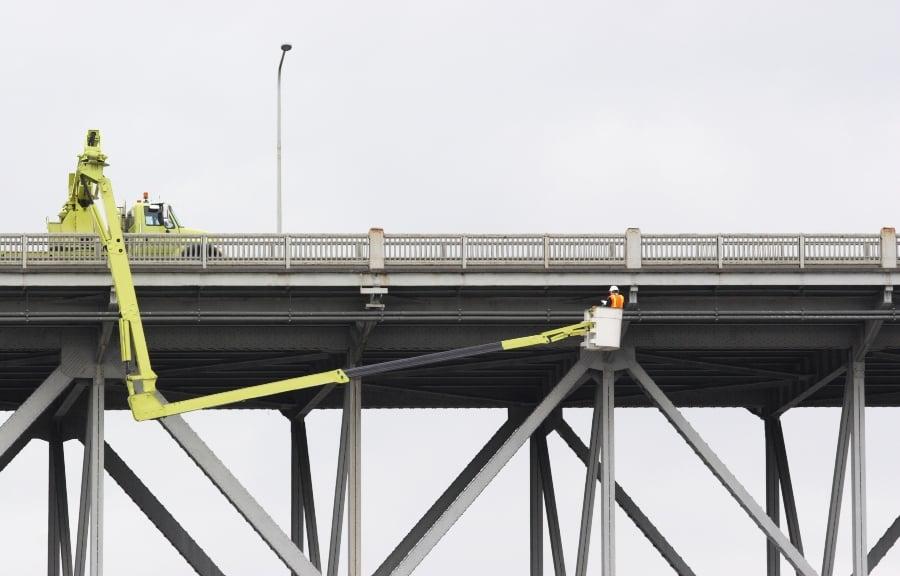 橋檢查桶卡車