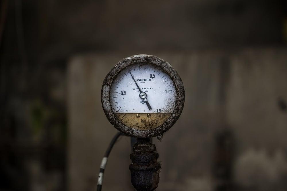 pressure-vessel-pressure-gauge